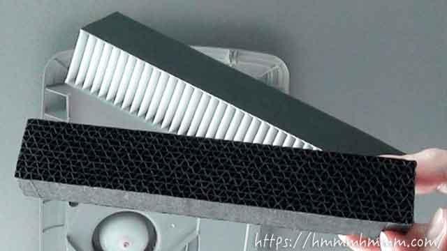 トヨタ純正・除菌イオン空気清浄器のエレクトレットフィルターと活性炭フィルター