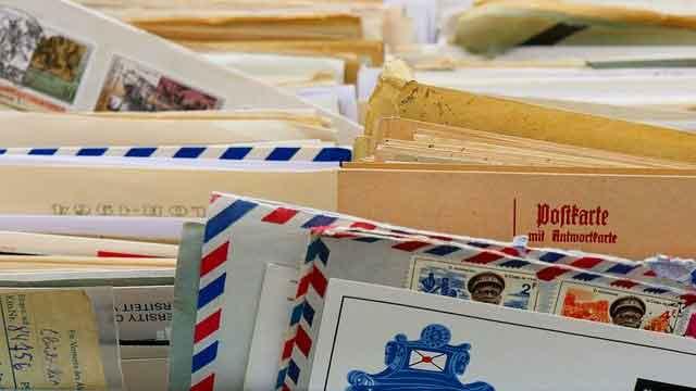 郵便物の束