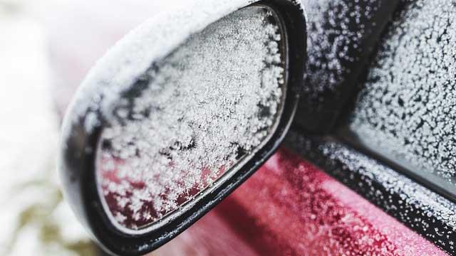 ドアミラーの雪