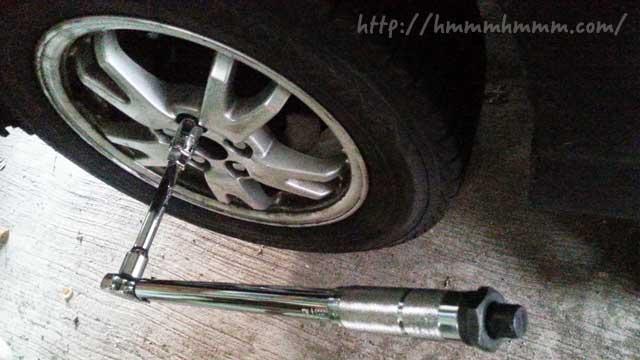 タイヤ交換で使用するトルクレンチ