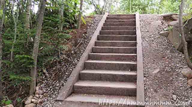 美瑛の青い池いある階段