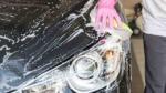 手洗い洗車をしているところ