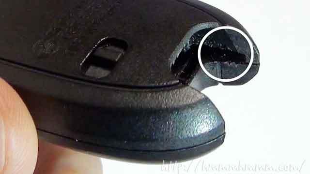 マツダ製スマートキーの電池交換-カバーを開けるたもの切り欠き