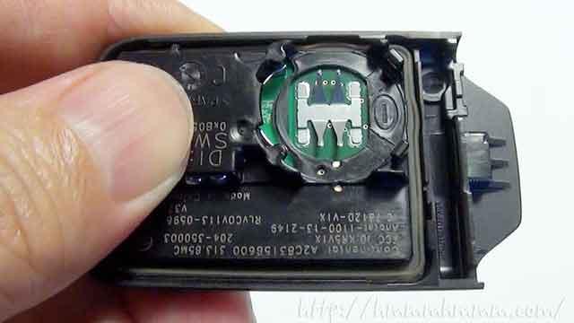 ホンダ製スマートキーの電池交換-電池を取り外したところ