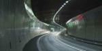 高速道路の白いLED照明