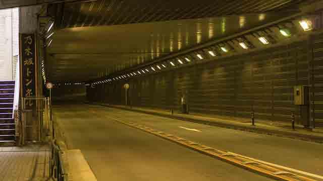 乃木坂トンネルのLED照明