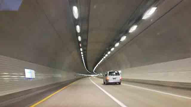 高速道路の白いLED照明2