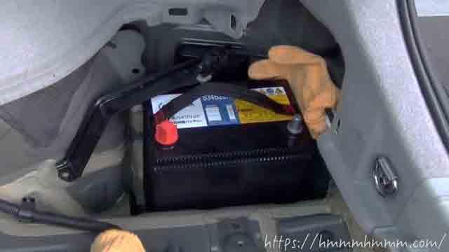 30プリウスの補機バッテリーを新品に交換したところ